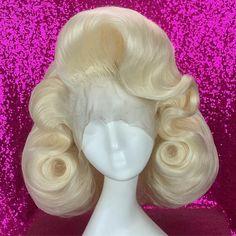 Square Face Hairstyles, Retro Hairstyles, Black Girls Hairstyles, Latest Hairstyles, Wig Hairstyles, Rockabilly Makeup, Rockabilly Hairstyle, 50s Makeup, High Fashion Hair