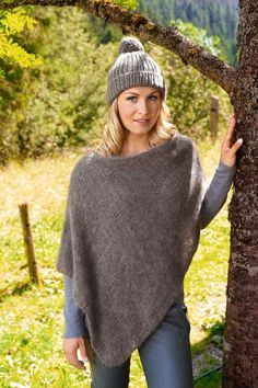Lana Grossa PONCHO Woolhair – Magdalena 's favorite mesh model 4 - Knitting and Crochet Crochet Pullover Pattern, Poncho Knitting Patterns, Knitted Poncho, Knitted Shawls, Knit Crochet, Crochet Patterns, Chunky Crochet, Knitting Ideas, Poncho Tops