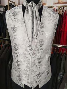 oblek na svadbu, oblek pre ženícha, luxusný oblek, pozicovna oblekov, ženích, nevesta, svadba, svadobný salón, vesta na svadbu, vesta k obleku Salons, Groom, Lounges, Grooms
