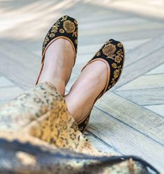For Gorgeous ladies we have awesome Midnight Gold collection at P&P. This pair of shoes is especially designed for the comfort of your feet. Sneakers Fashion, Fashion Shoes, Cute Baby Girl Images, Pakistani Fashion Party Wear, Bohemian Shoes, Indian Shoes, Girls Dp Stylish, Stylish Sandals, Party Shoes