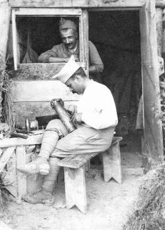 WW1, soldiers making Trench Art