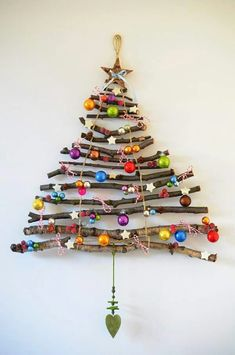 Are you planning to create creative christmas tree? If yes, You should see these amazing and very creative christmas tree ideas Christmas Tree Design, Wall Christmas Tree, Creative Christmas Trees, Christmas Tree Branches, Christmas Wall Hangings, Noel Christmas, Simple Christmas, Christmas Tree Decorations, Handmade Christmas