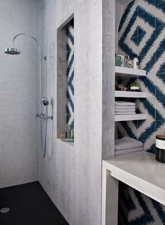The contrasting tile in the shower niche in this bathroom, designed by Double G Architects and spotted on Desire to Inspire, looks like this tile by Popham Design. Bad Inspiration, Bathroom Inspiration, Interior Inspiration, Laundry In Bathroom, Small Bathroom, Master Bathroom, Modern Bathroom, Bathroom Mirrors, Bathroom Ideas
