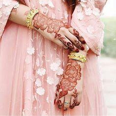Khafif Mehndi Design, Rose Mehndi Designs, Arabic Henna Designs, Cool Henna Designs, Latest Bridal Mehndi Designs, Modern Mehndi Designs, Mehndi Design Pictures, Mehndi Designs For Girls, Wedding Mehndi Designs
