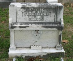 This tombstone is located in Cedar Hill Cemetery in Vicksburg, Mississippi, USA. If you visit this cemetery at midnight and touch one of the 88 keys, the piano will start playing. Cemetery Monuments, Cemetery Statues, Cemetery Headstones, Old Cemeteries, Cemetery Art, Graveyards, Cemetery Angels, Angel Statues, Cedar Hill Cemetery