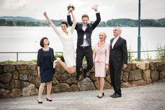 Hochzeit Schloss Mattsee Sprung des Brautpaares Registry Office Wedding, Newlyweds, Engagement, Photo Illustration