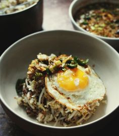Making Kongnamul Bap (콩나물밥) / Korean Beansprout Rice