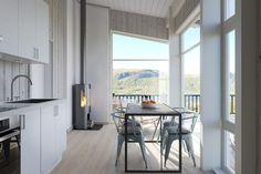 Parva Unum i Lynx-serien er liten og smart Lynx, Windows, Table, Furniture, Home Decor, Modern, Homemade Home Decor, Mesas, Home Furnishings
