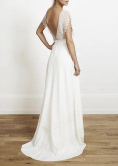 Robe de mariée en dentelle et soie, Rime Arodaky, à partir de 2500€.