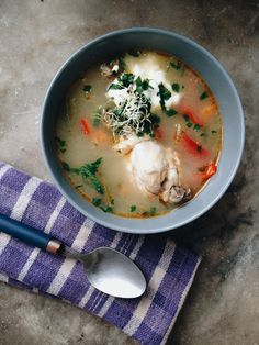 A bowl of chicken soup soup Chicken Legs, Chicken Soup, Chicken Drumsticks, Cheeseburger Chowder, My Recipes, Green Beans, Ethnic Recipes, Easy, Food
