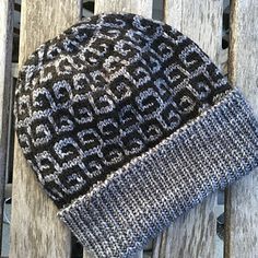 A fun hat with a simple mosaic pattern that looks harder than it really is! Choose subtle or wild colors - it's up to you!