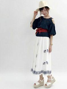 刺繍のロングスカートをメインにした 夏コーデ♥ オープンショルダーブラウスはインナーを 気にせず着れ