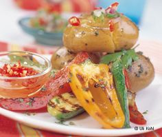 Grillerdäpfel mit Salsa und Grillgemüse