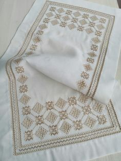 Simple Embroidery, Embroidery Stitches, Embroidery Designs, Bargello, Filet Crochet, Diy And Crafts, Cross Stitch, Quilts, Blanket