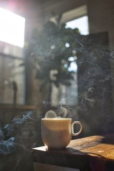 Letras en café ~Arely Huber ©: Epitafios, - Image shared by Lika Ambrosishvili. Find images and videos about girl, fashion and black on We Hear - Coffee And Books, Coffee Love, Coffee Art, Coffee Shop, Coffee Break, Cozy Coffee, Drip Coffee, Coffee Photos, Coffee Pictures