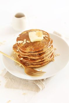 10-ingredient, 1-bowl vegan pancakes made with whole grains. Naturally sweetened and perfectly fluffy and delicious. Perfect for slow weekend mornings and brunch.