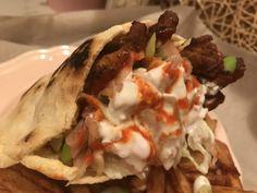 A legfinomabb a legjobb: Házi görögös csirkés gyros | Mediterrán ételek és egyéb finomságok... Hamburger, Tacos, Mexican, Chicken, Ethnic Recipes, Food, Hamburgers, Hoods, Meals