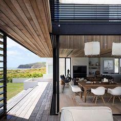 Integração total entre a área interna e externa, que traz a Natureza para dentro de casa. Projeto Julian Guthrie.(www.inandoutdecor.com.br) #inandoutdecor