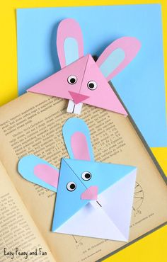 Bunny Corner Bookmark - DIY Origami for Kids An easy Easter origami bookmark that is the perfect craft for kids to make and take home this spring!An easy Easter origami bookmark that is the perfect craft for kids to make and take home this spring! Easter Crafts For Toddlers, Bunny Crafts, Easter Activities, Easter Crafts For Kids, Cute Crafts, Toddler Crafts, Diy And Crafts, Paper Crafts, Easter Decor