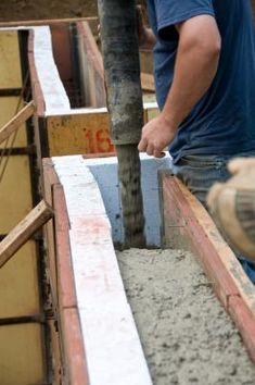 Crawl space beneath a house is only in homes with raised foundations. The perimeter of the foundation might be walls of concrete or brick. Posts on concrete pillars support a raised foundation home ...