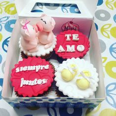 Caja de #cupcakes de cerditos  enamorados para sorprenderlo con una gran noticia !! #miskitrujillo