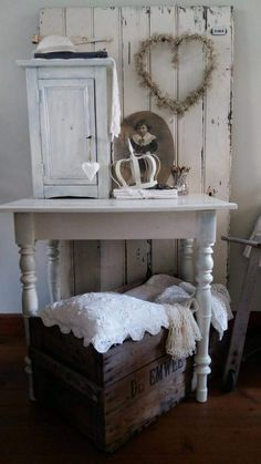 Unbelievable Tips: Shabby Chic Wallpaper Floral shabby chic desk drawers.Shabby Chic Home Coffee Tables. Shabby Chic Veranda, Shabby Chic Tapete, Shabby Chic Mode, Shabby Chic Porch, Shabby Chic Desk, Shabby Chic Wallpaper, Shabby Chic Farmhouse, Shabby Chic Living Room, Shabby Chic Interiors