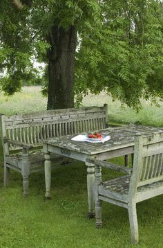 Peeling paint - rustic and lovely.  #Table  #Outdoors
