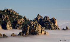 Les aiguilles de Bavella (I Forchi di Bavedda en corse) dominent le col du même nom à 1218 m, reliant l'Alta Rocca à la côte est de la Corse. © Thomas Neumann