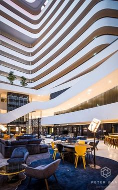 http://leemwonen.nl/2015/12/shoppen-hotspots-i-hotels-vakantieadresjes-high-end-hilton-hotel-schiphol-in-hagelnieuw-pand/ #hiltonhotel #hotel #schiphol #airport #amsterdam