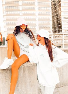Bff Goals, Best Friend Goals, Girls Best Friend, Best Friend Images, Cute Friend Pictures, Group Photo Poses, 90s Inspired Outfits, Best Friend Photography, Gal Pal