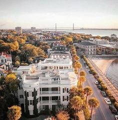 The streets of Charleston wear the polish of more than 330 years of history. College Of Charleston, Charleston Sc, Great Restaurants, Chicago Restaurants, Antebellum Homes, Alleyway, Savannah Chat, Savannah Georgia, Okinawa Japan