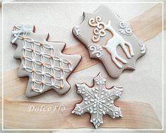 White Christmas Reindeer - cookie by DolceFlo Christmas Reindeer Cookies, Clay Christmas Decorations, Christmas Biscuits, Christmas Sweets, Noel Christmas, Christmas Baking, White Christmas, Gingerbread Cookies, Tree Cookies