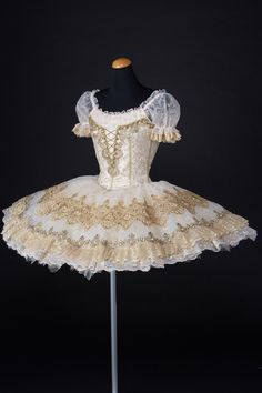 So amazingly beautiful! It's a shame the viewing audience doesn't get to see this detail! It's also a shame I would never be able to wear this. Ballet Dance Videos, Dance Costumes Ballet, Tutu Ballet, Ballerina Costume, Tutu Costumes, Ballet Dancers, Dance Outfits, Dance Dresses, Ballet Russe