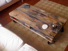 Table basse à partir d'une palette.  Tuto : http://www.forumbrico.fr/fabriquer-une-table-basse-avec-une-palette.html