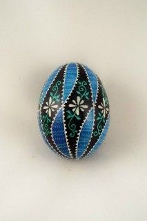 These are duck eggs painted, but I think the designs would be lovely painted o… Easter Egg Pattern, Carved Eggs, Easter Egg Designs, Cute Easter Bunny, Duck Eggs, Egg Dye, Ukrainian Easter Eggs, Painted Shells, Egg Decorating