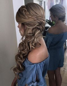 Blonde bridal side hairstyle with braid for long hair - Lange Haare Ideen Bridal Side Hair, Bridesmaid Hair Side, Wedding Hair Side, Long Hair Wedding Styles, Wedding Hair And Makeup, Bridesmaid Side Hairstyles, Homecoming Hairstyles, Hairstyle Wedding Bridesmaid, Long Curly Bridal Hair