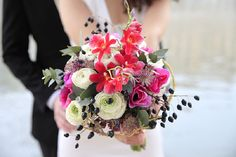 bright pink bridal bouquet | Image by Cillia Ciabrini Photography