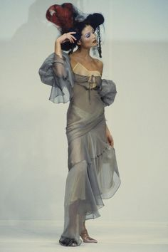 John Galliano Spring 1993 Ready-to-Wear Collection Photos - Vogue Grunge Look, 90s Grunge, Grunge Style, Soft Grunge, Grunge Outfits, John Galliano, Galliano Dior, Couture Fashion, Runway Fashion