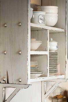 Blanco decapado Los muebles blancos decapados aportan luz y serenidad al ambiente.