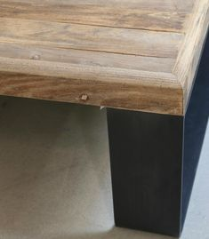 Mesa cuadrada metal y madera Wabi Sabi, Modern Industrial, Table, Furniture, Home Decor, Ideas, Home, Square Coffee Tables, Square Tables
