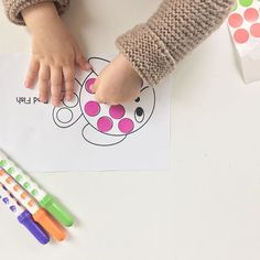 We've been reading 'hurray for fish' by lucy cousins on repeat - these fish dot sticker printables by @theresourcefulmama were a hit - its the first time we tried this activity and she loved, it'll be great for an #inflighttoddleractivity too