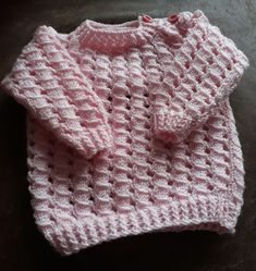 Hoe brei ik een babytruitje? | babytruibreien | breien | babytruitje | gratisbreipatroon | De Knutseljuf Ede Baby Vest, Baby Cardigan, Brei Baby, Baby Born, Baby Sweaters, Baby Knitting, Knitwear, Knitting Patterns, Crochet