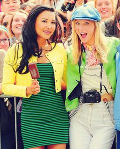"Naya Rivera & Heather Morris - Behind the scenes Ep. 2x22 ""New York"""