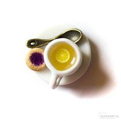 Wisiorek - Miniaturowa filiżanka z herbatą i ciasteczkiem - Wisiorki - Biżuteria artystyczna