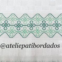 Quer sua cozinha alegre?!!! Veja estes panos de copa. Arraste . #vagonite #feitoamao #bordado #soudöhler Kasuti Embroidery, Swedish Embroidery, Indian Embroidery, Embroidery Stitches, Blackwork Cross Stitch, Cross Stitch Borders, Cross Stitch Designs, Hand Embroidery Videos, Embroidery Techniques