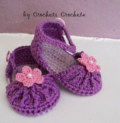 How to Crochet Cuffed Baby Booties - Crochet Ideas Crochet Baby Sandals, Crochet Baby Shoes, Crochet Baby Booties, Crochet Slippers, Crochet Diy, Love Crochet, Crochet For Kids, Baby Slippers, Baby Knitting
