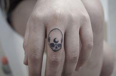 Skull - moon - finger tattoo <3