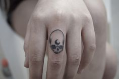 Skull - moon - finger tattoo <3
