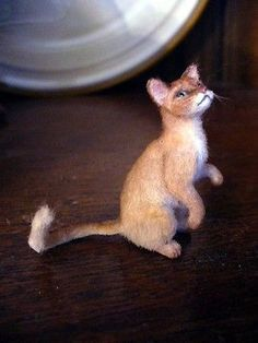 Dollhouse Miniature Abyssinian Cat *Handsculpted* 1:12 Scale