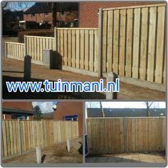 Een solide schutting - erfafscheiding - afscheiding - tuinhek, met als basis de betonpalen en onderplaten grijs, tuinschermen van geïmpregneerd hout en piramide afdeklatten. Ook verkrijgbaar in: hardhout, lariks, bamboe, kokos of zwart gespoten. Geplaatst door en verkrijgbaar bij #tuinmani @Tuinmani www.tuinmani.nl
